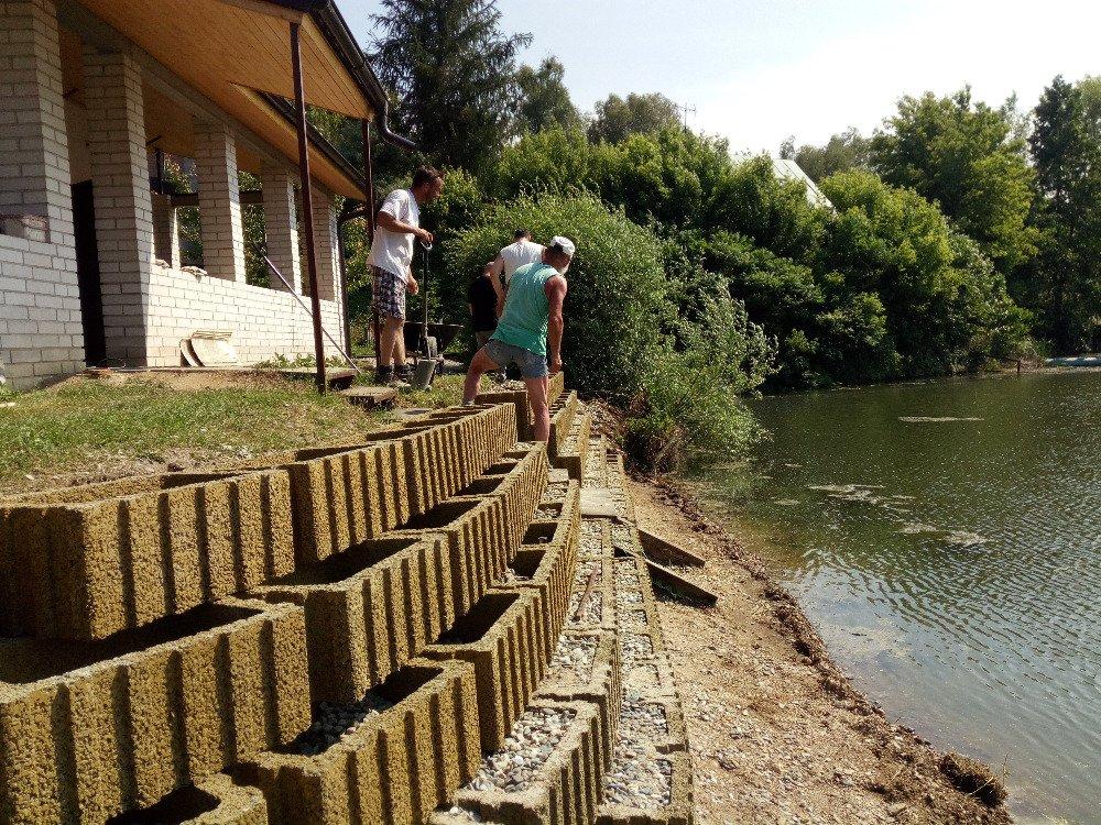 Dokončení opěrné zdi na naší spolkové chatě na Uhliskách